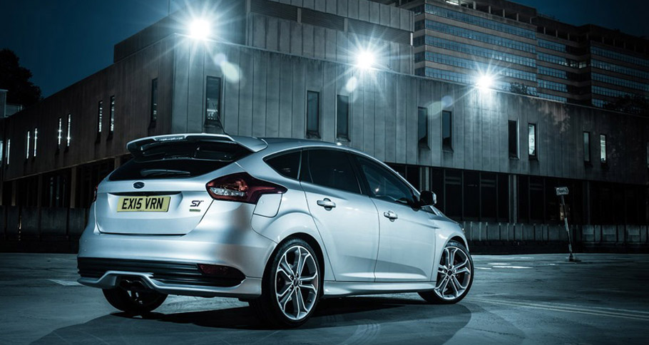 2015 Ford Focus ST by Mountune Performance Rear and Side View