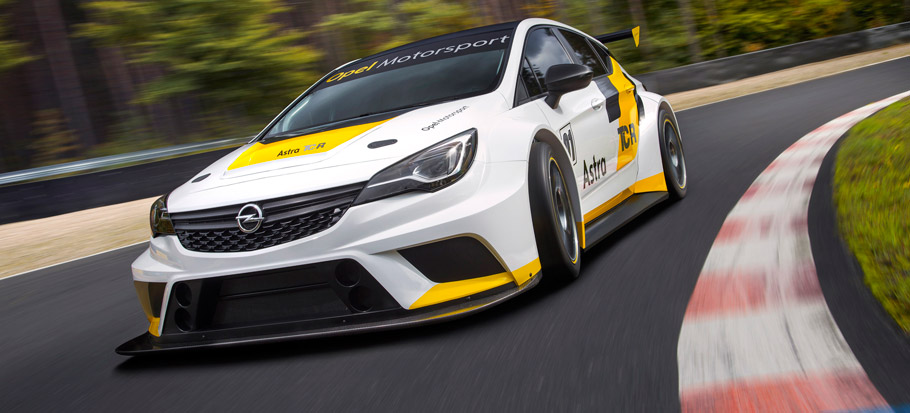 Opel Astra TCR Front View