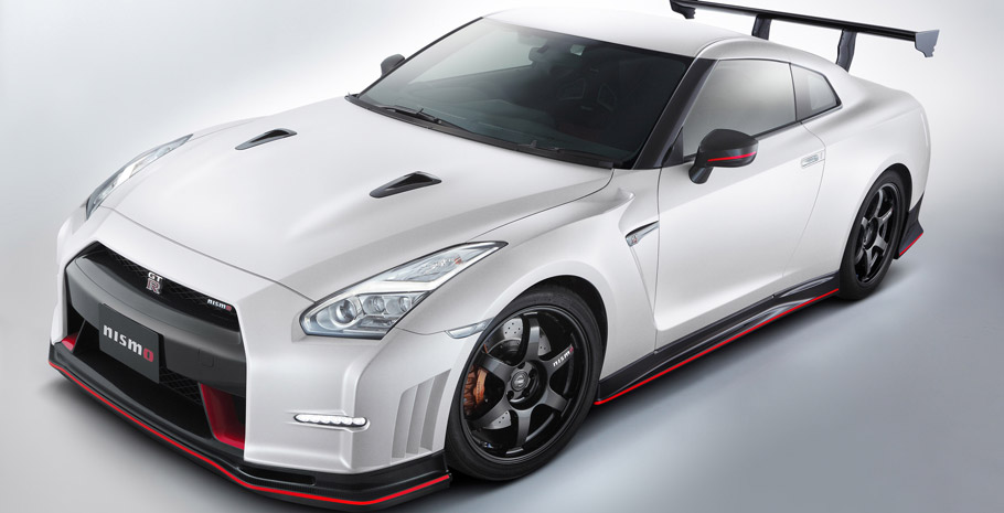 2016 Nissan GT-R NISMO N-Attack Package Front View
