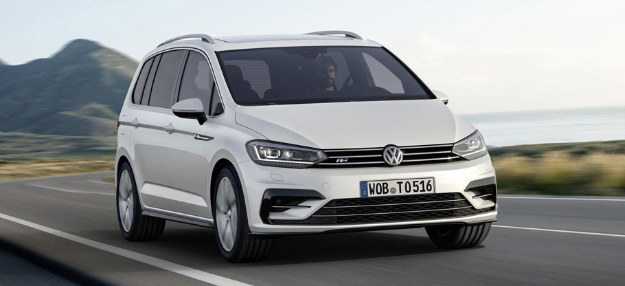VW Touran R-Line Front View