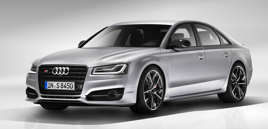 2016 Audi S8 plus Front and Side View