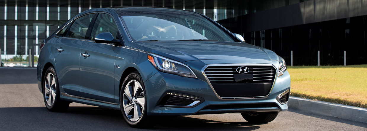 Hyundai Sonata Plug-in Hybrid Front and Side View