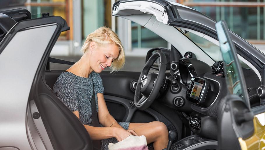 smart fortwo cabrio interior and the folding tritop