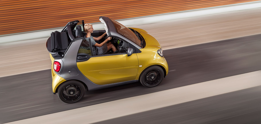 smart fortwo cabrio fromt above
