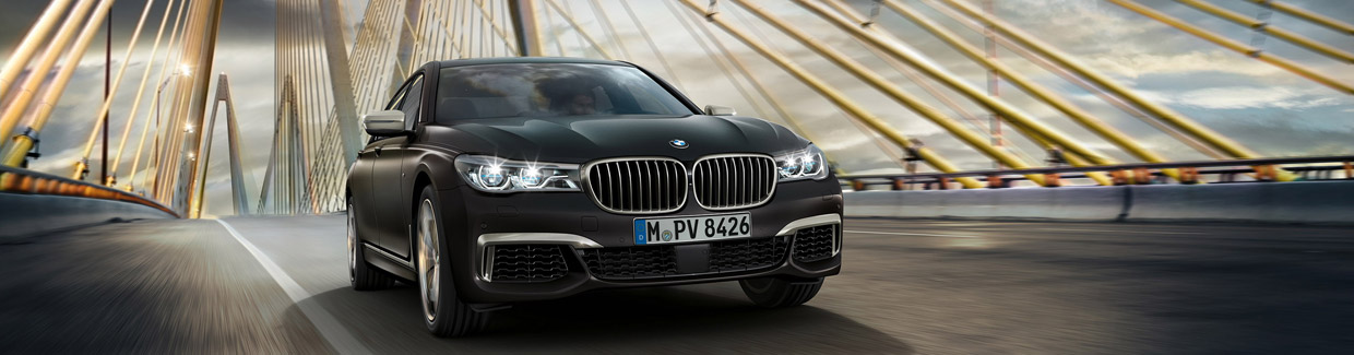 BMW M760Li xDrive Front View
