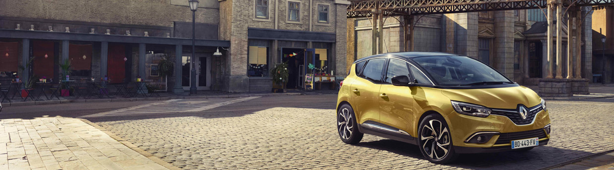 2017 Renault Scenic Front and Side View