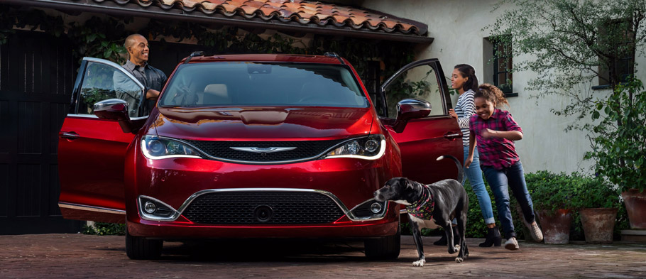 2017 Chrysler Pacifica Fornt view