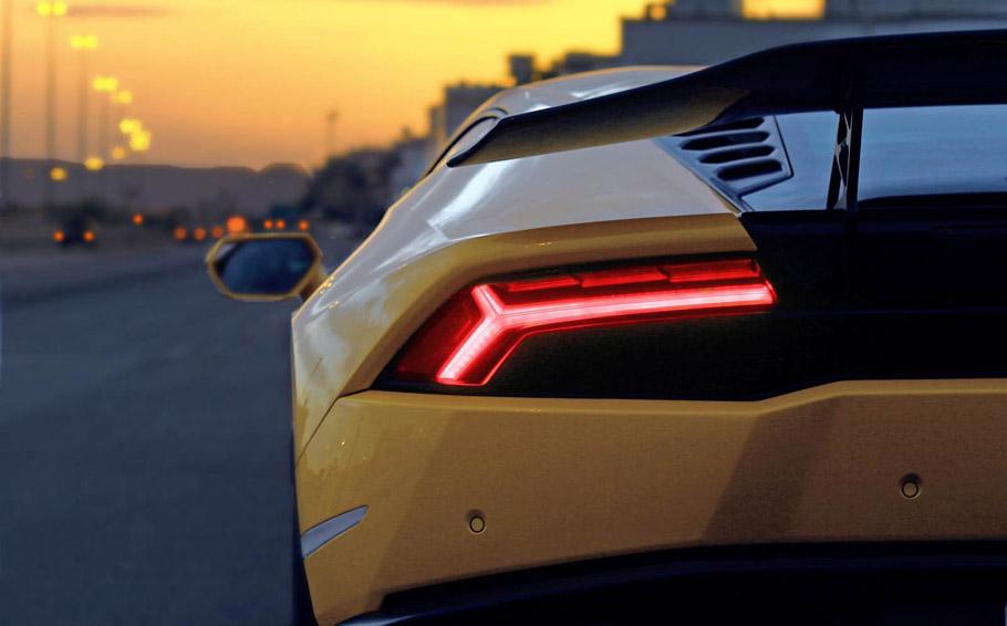 DMC Lamborghini Huracan Simplicity  Rear View
