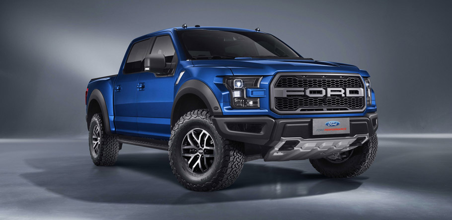 Ford F-150 Raptor SuperCrew  front view