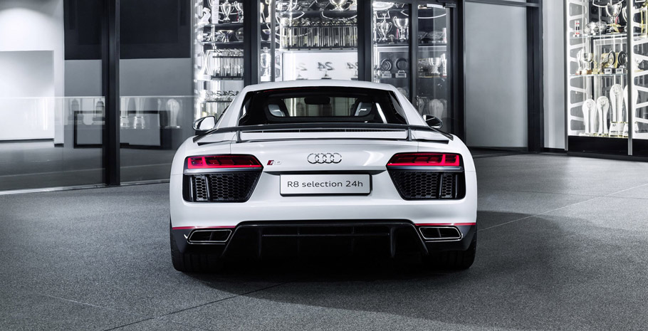2016 Audi R8 V10 plus selection 24h central rear view