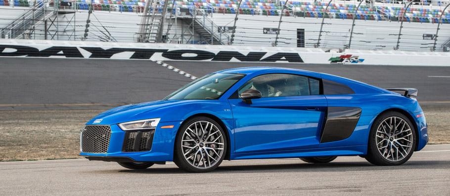 2017 Audi R8 V10 Plus side view