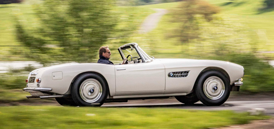 1957 BMW 507 side view