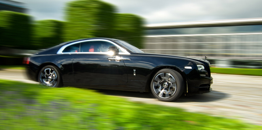 Rolls-Royce Wraith Black Badge and Ghost Black Badge side view