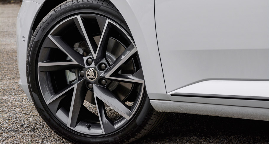 2016 Skoda Superb SportLine wheels