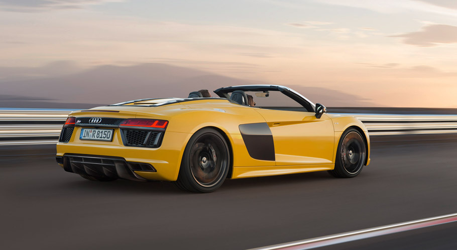 Audi R8 Spyder V10 side view