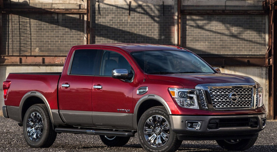 2017 Nissan Titan Crew Cab side view