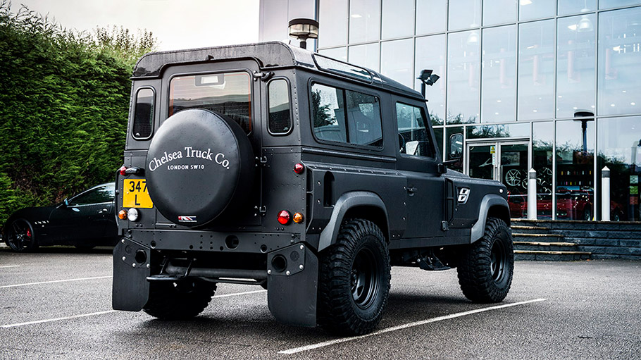 2018 Kahn Design Land Rover Defender Flying Huntsman 105
