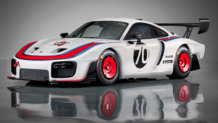 Porsche 935 makes it global debut. It is sexy and menacing, check it out!