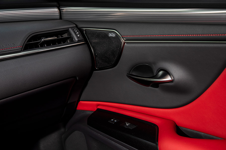 2019-Lexus-ES-Hybrid-Saloon-Interior4