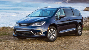 chrysler-receives-prestigious-award-for-its-all-electric-pacifica-van-