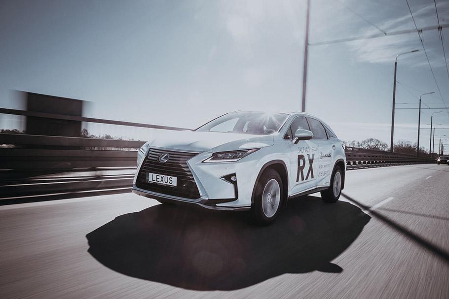 2019-Lexus-Sedan-910
