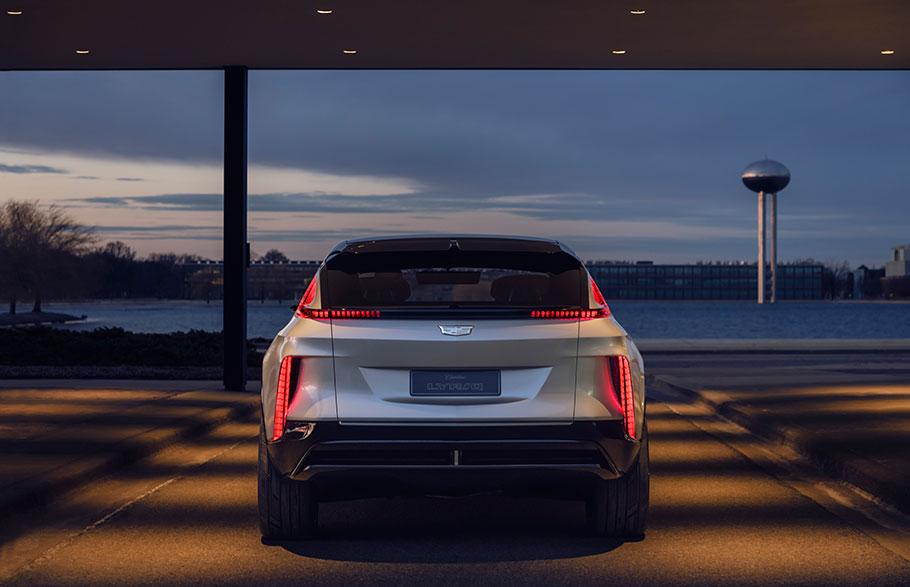 2023-Cadillac-LYRIQ1