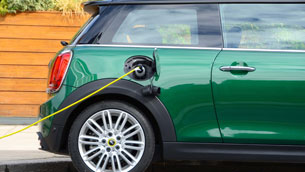 survey-by-electric-vehicle-association-(eva)-england-shows-that-82%-of-drivers-believe-the-sale-of-new-petrol-and-diesel-cars-and-vans-should-end-before-2035