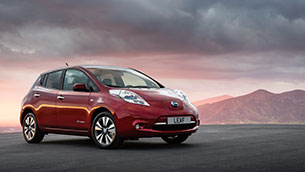 Both generations of Nissan leaf celebrated in what car? Used car of the year 2021