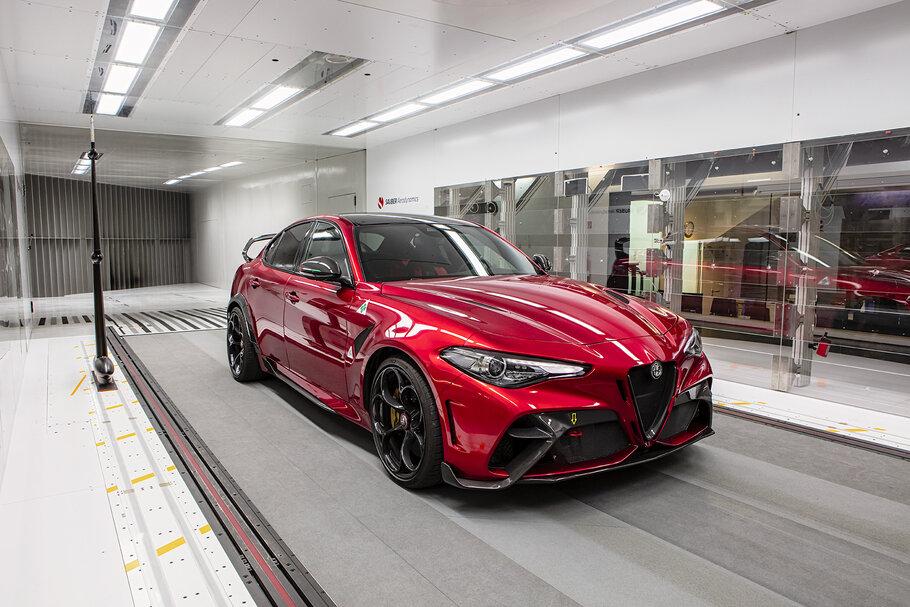 2020 Alfa Romeo Giulia GTA1