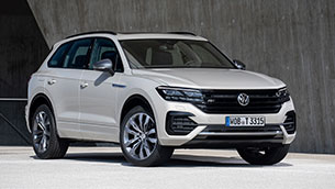 Car and smartphone merge into one: Touareg now parks by remote control
