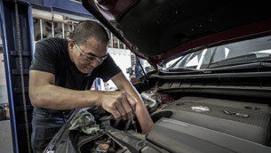 top 5 reasons to always choose a professional car repair service
