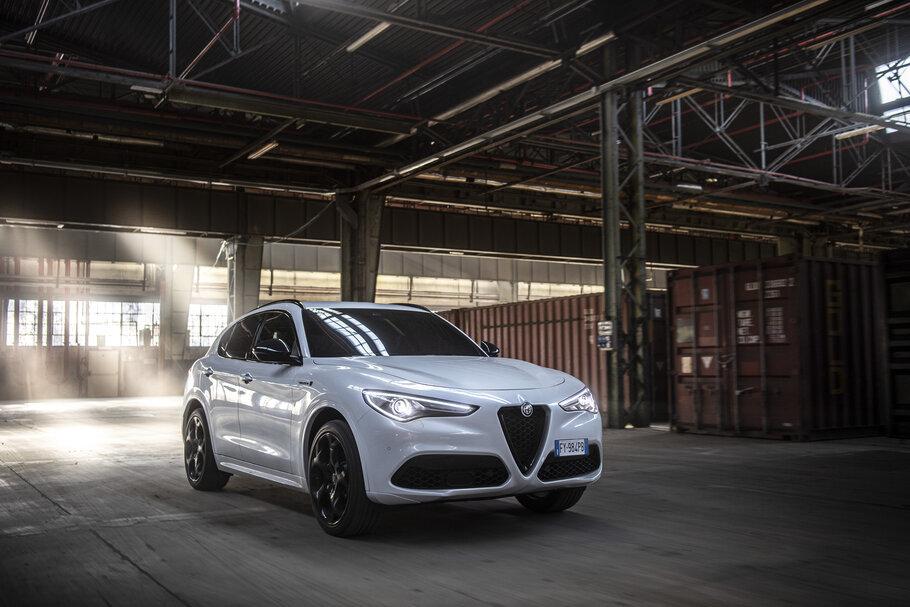 2021 Alfa Romeo Stelvio Veloce1