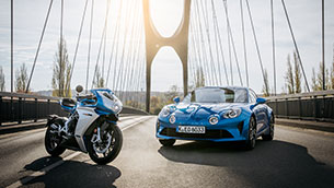 mv-agusta-teams-up-with-motorsport-legend-alpine-for-superveloce-limited-edition-inspired-by-the-alpine-a110