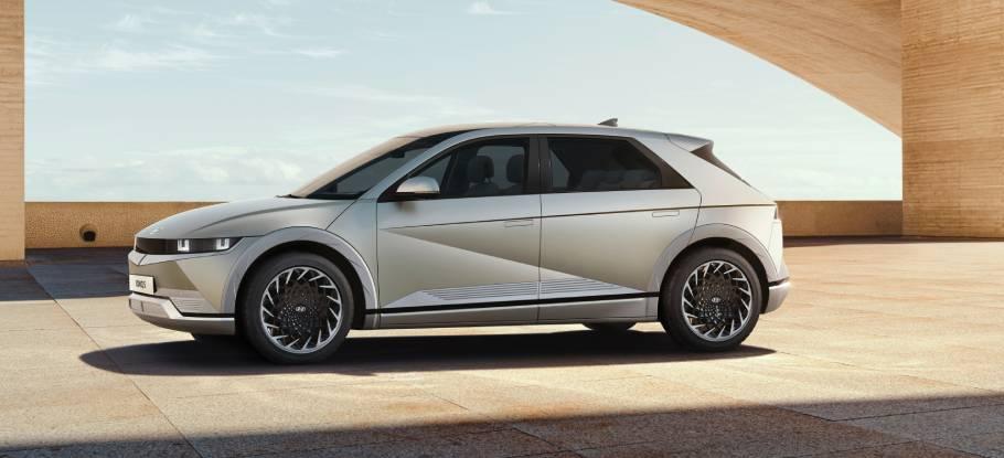 2021-Hyundai-IONIQ-5-910