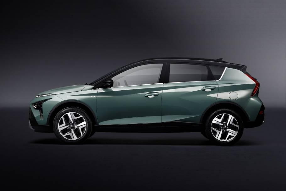 2022-Hyundai-BAYON-Side