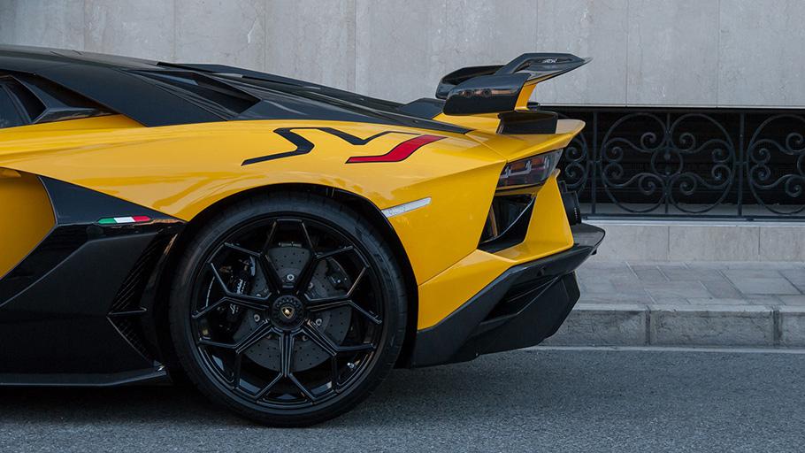 2021-Lamborghini-Aventador-910