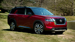 the-first-2022-nissan-pathfinder-rolls-off-the-fabric-