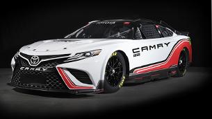 toyota-team-reveals-new-trd-camry-racecar