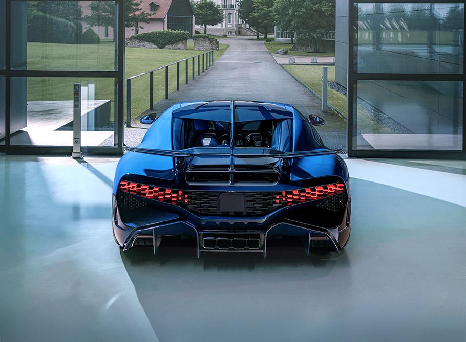 2021-Bugatti-Divo-Rear