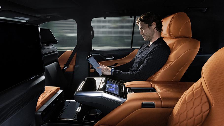 2022-Lexus-LX-600-interior